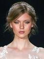 流行のイリュージョンドレスに似合うヘアスタイルは?