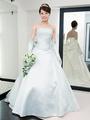 「ラ コンチャ」の実力派エレガントドレスで品のよい花嫁に変身