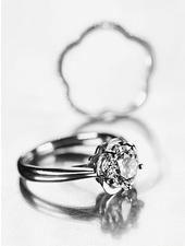 花嫁の薬指にモードのエッセンスを